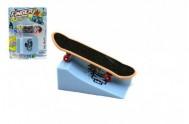 Skateboard prstový s rampou plast 10cm na kartě