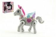 Kůň s křídly chodící plast 22cm na baterie se zvukem se světlem v krabici