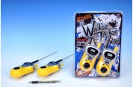 Vysílačky walkie-talkie na baterie na kartě